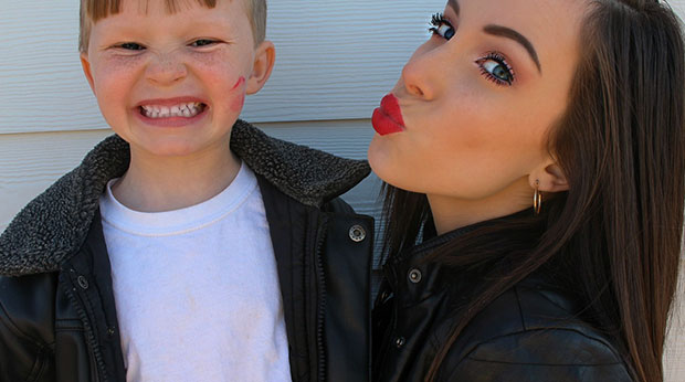 Lipgloss-Kiss und Lippenstift-Kuss