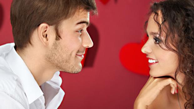 Mann und Frau beim Flirt