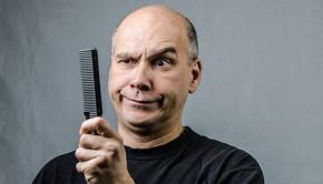 Glatzkopf mit Kamm