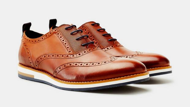 Braune Lederschuhe für Herren liegen derzeit voll im Trend