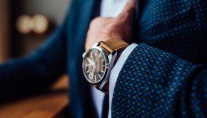 Mann mit schicker Uhr
